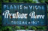 Europe/France/Pays de la Loire/49/Maine-et-Loire/Saint-Jean-des-Mauvrets: Enseigne d'un marchand de pants de vigne