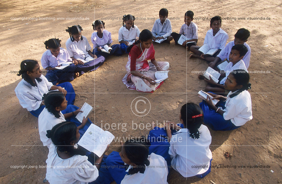 INDIA Tamil Nadu, Karur, education for children in village Sathiamangalam  / INDIEN, Bildung fuer Kinder im Dorf Sathiamangalam