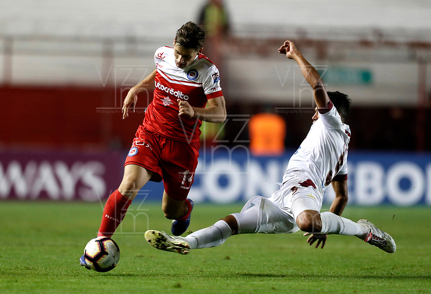 BUENOS AIRES-ARGENTINA: 23-05-2019: Malko Mijevic de Argentinos Juniors (ARG) y Larry Vásquez de Deportes Tolima (COL), disputan el balón durante partido de ida, entre Argentinos Juniors (ARG) y Deportes Tolima (COL), por la Copa Conmebol Sudamericana 2019 en el Estadio Diego Armando Maradona de la ciudad de Buenos Aires. / Malko Mijevic of Argentinos Juniors (ARG), and Larry Vasquez of Deportes Tolima (COL), figth for the ball during a match between Argentinos Juniors (ARG) and Deportes Tolima (COL) of the first leg, for Copa Conmebol Sudamericana 2019 at the Diego Armando Maradona stadium in Buenos Aires City. Photo: VizzorImage / Javier García Martino / Cont. / Photogamma