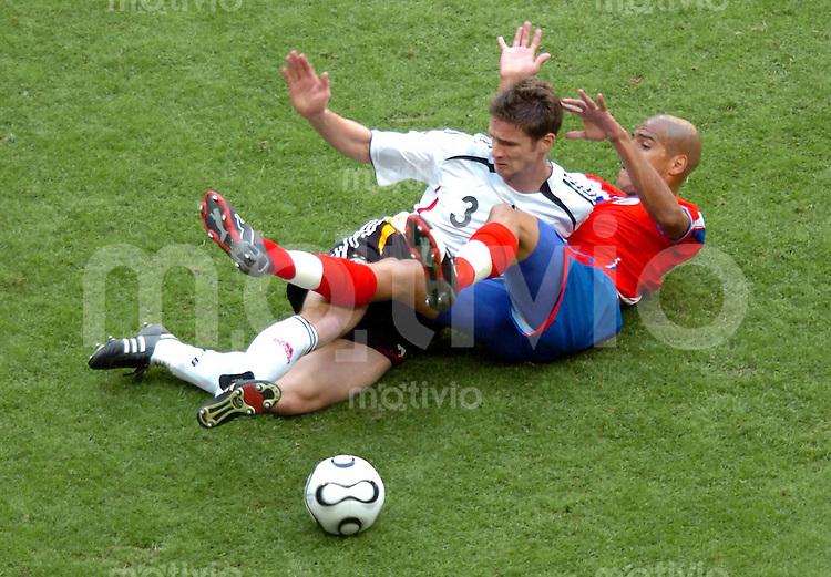WM 2006   Gruppenspiel   Vorrunde    Deutschland - Costa Rica Arne Friedrich gegen Douglas Sequeira
