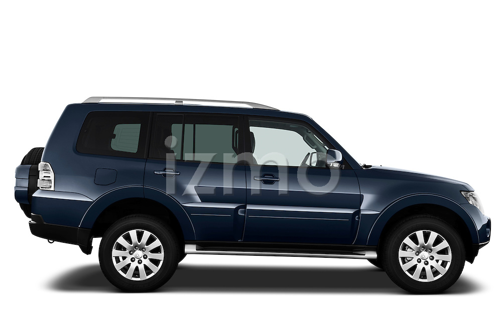Passenger side profile view of a 2009 Mitsubishi Pajero InStyle 5 Door SUV.