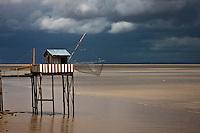 Europe/France/Aquitaine/33/Gironde/Pauillac: Carrelets sur l'estuaire de la Gironde