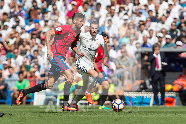 Club Atletico Osasuna's Kenan Kodro Real Madrid's Garet Bale during the match of La Liga between Real Madrid and Club Atletico Osasuna at Santiago Bernabeu Estadium in Madrid. September 10, 2016. (ALTERPHOTOS/Rodrigo Jimenez)