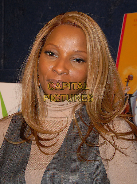 MARY J. BLIGE.49th Annual GRAMMY Awards Nominations Announcement in Hollywood, California, USA. .December 7th, 2006.headshot portrait poloneck .CAP/DVS.©Debbie VanStory/Capital Pictures