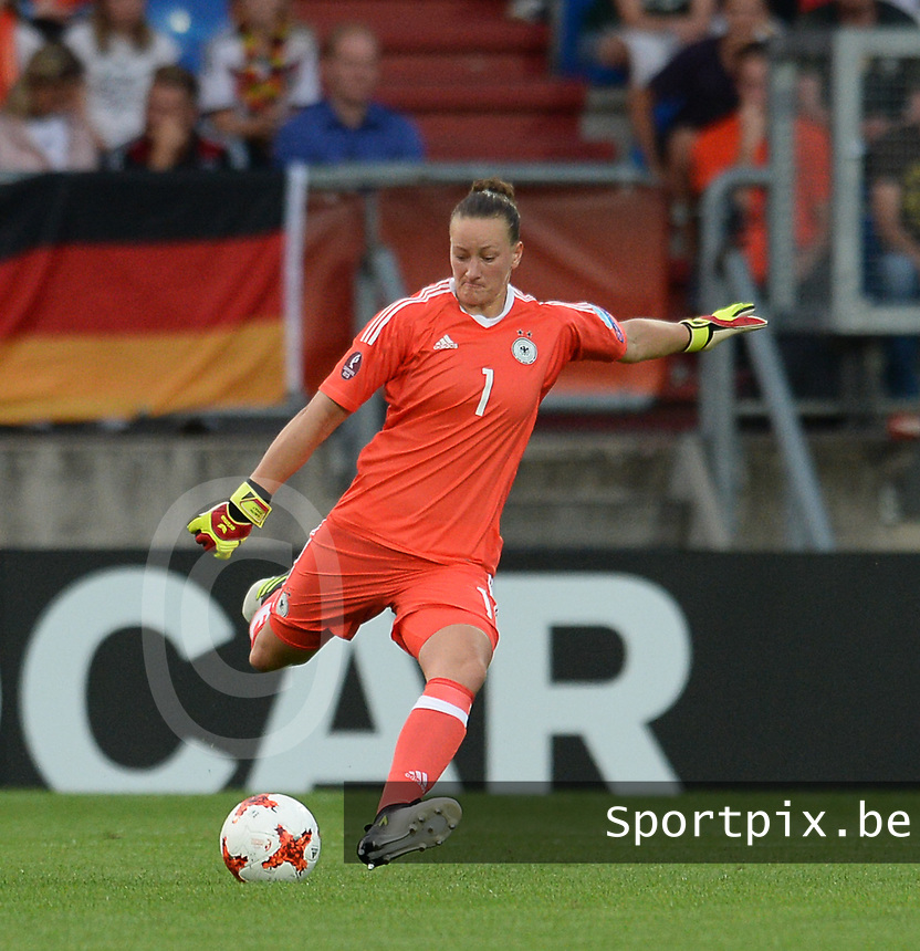 20170721 - TILBURG , NETHERLANDS : German Almuth Schult  pictured during the female soccer game between Germany and Italy  , the second game in Group B at the Women's Euro 2017 , European Championship in The Netherlands 2017 , Friday 21th of july 2017 at Stadion Koning Willem II in Tilburg , The Netherlands PHOTO SPORTPIX.BE | DIRK VUYLSTEKE