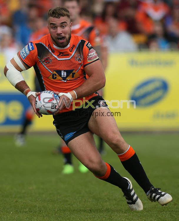 Picture by Paul Currie/SWpix.com - 11/06/2017 - Rugby League - Betfred Super League - Castleford Tigers v Warrington Wolves - Mend-a-Hose Stadium, Castleford, England - Mike McMeeken of Castleford Tigers