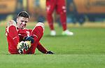 Nederland, Enschede, 19 januari 2013.Eredivisie.Seizoen 2012-2013.FC Twente-RKC Waalwijk.Dusan Tadic van FC Twente van FC Twente ligt op het veld en voelt aan zijn linkerbeen.