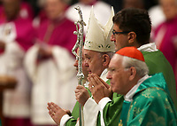 Papa Francesco arriva nella Basilica di San Pietro in Vaticano per celebrare una Messa in occasione della Giornata Mondiale dei Poveri. 17 novembre 2019. <br /> Pope Francis arrives in Saint Peter's Basilica to celebrates a Mass marking the World Day of the Poor at the Vatican, on 17 November, 2019.<br /> UPDATE IMAGES PRESS/Isabella Bonotto<br /> <br /> STRICTLY ONLY FOR EDITORIAL USE