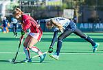 Laren - Josien Galama (Lar) met Lisa Post (OR)  tijdens de Livera hoofdklasse  hockeywedstrijd dames, Laren-Oranje Rood (1-3).  COPYRIGHT KOEN SUYK