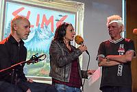 """Die Punk-Band Slime spielte am Dienstag den 27. September 2017 in der Dachlounge des Berliner Radiosender """"radio1"""". Anlass war das Erscheinen der Platte """"Hier und jetzt"""" am 29. September 2017.<br /> Im Bild vlnr.: Slime-Gitarrist Christian Mevs, radio1-Moderatorin Marion Brasch, Slime-Saenger Dirk Jora.<br /> 27.9.2017, Berlin<br /> Copyright: Christian-Ditsch.de<br /> [Inhaltsveraendernde Manipulation des Fotos nur nach ausdruecklicher Genehmigung des Fotografen. Vereinbarungen ueber Abtretung von Persoenlichkeitsrechten/Model Release der abgebildeten Person/Personen liegen nicht vor. NO MODEL RELEASE! Nur fuer Redaktionelle Zwecke. Don't publish without copyright Christian-Ditsch.de, Veroeffentlichung nur mit Fotografennennung, sowie gegen Honorar, MwSt. und Beleg. Konto: I N G - D i B a, IBAN DE58500105175400192269, BIC INGDDEFFXXX, Kontakt: post@christian-ditsch.de<br /> Bei der Bearbeitung der Dateiinformationen darf die Urheberkennzeichnung in den EXIF- und  IPTC-Daten nicht entfernt werden, diese sind in digitalen Medien nach §95c UrhG rechtlich geschuetzt. Der Urhebervermerk wird gemaess §13 UrhG verlangt.]"""