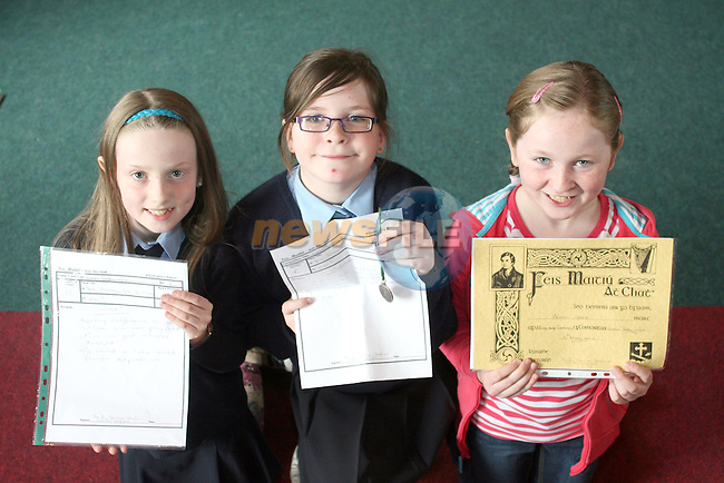 Prize Winners Jennifer Milne, Niamh Kelly and Alison Grant at Jamie McCarthy's Little Stars School of Speech and Drama in O'Raghallaighs....Photo NEWSFILE/Jenny Matthews.(Photo credit should read Jenny Matthews/NEWSFILE)....This Picture has been sent you under the condtions enclosed by:.Newsfile Ltd..The Studio,.Millmount Abbey,.Drogheda,.Co Meath..Ireland..Tel: +353(0)41-9871240.Fax: +353(0)41-9871260.GSM: +353(0)86-2500958.email: pictures@newsfile.ie.www.newsfile.ie.FTP: 193.120.102.198.