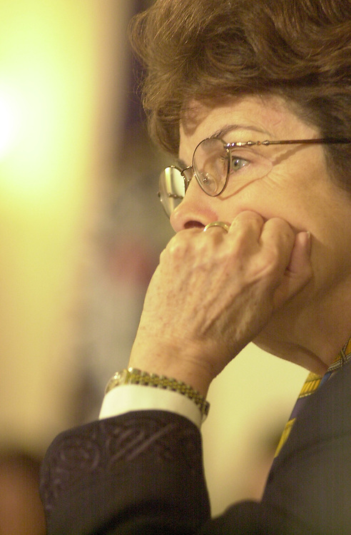 RC20000329-106-TW: March 28, 2000: Sen.  Feinstein.   Tom Williams/Roll Call.