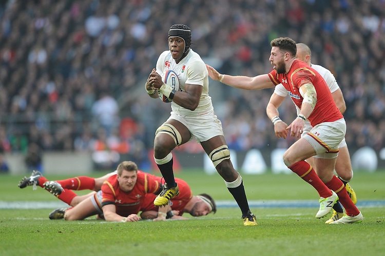 Maro Itoje of England accelerates past Alex Cuthbert of Wales during the RBS 6 Nations match between England and Wales at Twickenham Stadium on Saturday 12th March 2016 (Photo: Rob Munro/Stewart Communications)