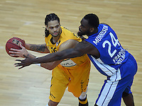 Basketball  1. Bundesliga  2016/2017  Hauptrunde  17. Spieltag  30.12.2016 Walter Tigers Tuebingen - FRAPORT SKYLINERS Frankfurt Mike Morrison (re, Frankfurt) gegen Gary McGhee (li, Tigers)