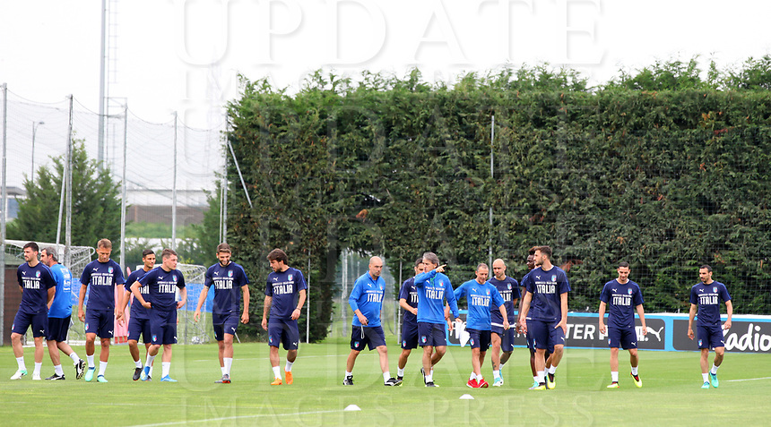 La Nazionale di calcio italiana si allena nel centro sportivo della Juventus a Vinovo alla vigilia della partita amichevole tra l'Italia e l'Olanda. 3 giugno 2018. <br /> Italy's National team warm up during a training session on June 3, 2018 on the eve of their international friendly football match Italy vs The Netherlands at the Juventus Training Center in Vinovo. <br /> UPDATE IMAGES PRESS/Isabella Bonotto