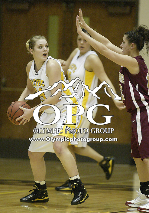 02 January 2009:  Pacific Lutheran University's #44 Melissa Richardson looks for a open teammate to pass the ball to against Willamette at the Olson Auditorium in Tacoma, WA.  Pacific Lutheran University won 65-52 over Willamette.