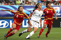 Chile, Temuco: Usa midfielder Keelin Winters (C) goes for the ball along with Wang Lingling (L)  and Gu Yasha Chine´s team, during the final match on the group, Fifa U-20 Womens World Cup the at German Becker stadium in Temuco , on November 26 2008. Photo by Grosnia/ISIphotos.com