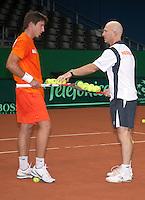 16-9-09, Netherlands,  Maastricht, Tennis, Daviscup Netherlands-France, Training, Technisch directeur Rohan Goetske aan het werk met Igor sijsling