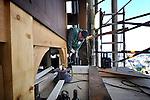 UTRECHT - Op grote hoogte werken medewerkers van aannemer Plegt-Vos in de Domtoren aan de vergroting van de orgelkamer van stadsbeiaardier Arie Abbenes. De kleine afgesloten ruimte van waaruit de klokken worden bespeeld, wordt iets breder gemaakt zonder dat moderne technieken het historisch monument aantasten. Het bedrijf is al jaren betrokken bij de restauratie van de middeleeuwse toren en legde ondermeer een nieuwe vloer in de Michaëlskapel, de eerste grote ruimte die op elf meter hoogte ligt en ooit de privé-kapel van de bisschop van Utrecht. COPYRIGHT TON BORSBOOM