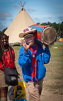 A scout from Haiti finally arrived on the campsite and brings his drum to sweden