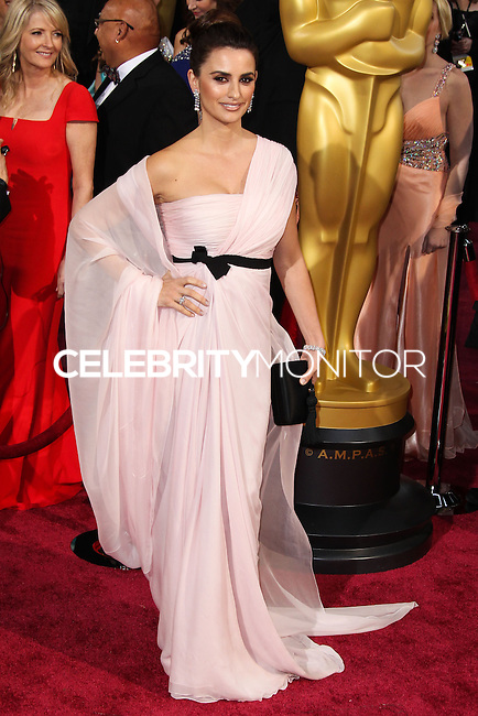 HOLLYWOOD, LOS ANGELES, CA, USA - MARCH 02: Penelope Cruz at the 86th Annual Academy Awards held at Dolby Theatre on March 2, 2014 in Hollywood, Los Angeles, California, United States. (Photo by Xavier Collin/Celebrity Monitor)