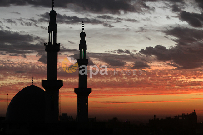 A minaret of a mosque is seen during the sunset in Rafah, in the southern Gaza Strip, February 6, 2015. Photo by Abed Rahim Khatib