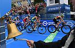 06.07.2019,  Innenstadt, Hamburg, GER, Hamburg Wasser World Triathlon, Elite Frauen, im Bild die Triathletinnen auf dem Fahrrad auf dem Rathausmarkt mit der Glocke der letzten Runde im Vordergrund Foto © nordphoto / Witke *** Local Caption ***