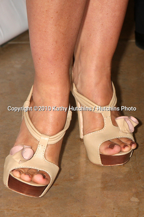 Jennie Garth.arrives at the Step Up Women's Network 7th Inspiration Awards .Beverly Hilton Hotel.Beverly Hills, CA.May 14, 2010.©2010 Kathy Hutchins / Hutchins Photo..