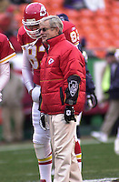Kansas City Chiefs Head Coach Dick Vermeil before the game against the San Diego Chargers at Arrowhead Stadium in Kansas City, Missouri on December 23, 2001.  The Chiefs won 20-17.