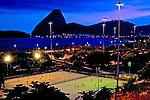 Jogo de futebol no Aterro do Flamengo. Rio de Janeiro. 2010. Foto de Sergio Amaral...