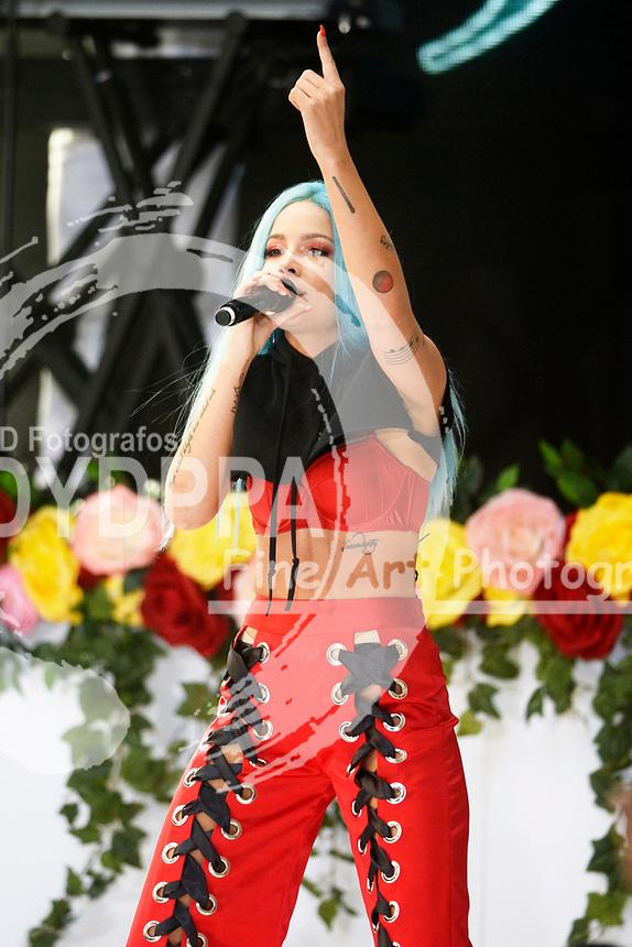 Halsey live bei einem Konzert der 'NBC Today Show Citi Concert Series' auf dem Rockefeller Plaza. New York, 09.06.2017