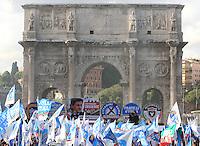 Il Popolo della Liberta' chiude la campagna elettorale per le elezioni comunali a Roma, 24 maggio 2013..People of Freedom center-right party's attends an electoral campaign closing rally for the upcoming communal elections in Rome, 24 May 2013..UPDATE IMAGES PRESS/Isabella Bonotto
