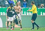 ***BETALBILD***  <br /> Solna 2015-05-31 Fotboll Allsvenskan AIK - Helsingborgs IF :  <br /> AIK:s Nabil Bahoui firar sitt 2-1 m&aring;l med bar &ouml;verkropp och diskuterar med domare Markus Str&ouml;mbergsson som pekar p&aring; sin klocka p&aring; armen under matchen mellan AIK och Helsingborgs IF <br /> (Foto: Kenta J&ouml;nsson) Nyckelord:  AIK Gnaget Friends Arena Allsvenskan Helsingborg HIF diskutera argumentera diskussion argumentation argument discuss domare referee ref jubel gl&auml;dje lycka glad happy