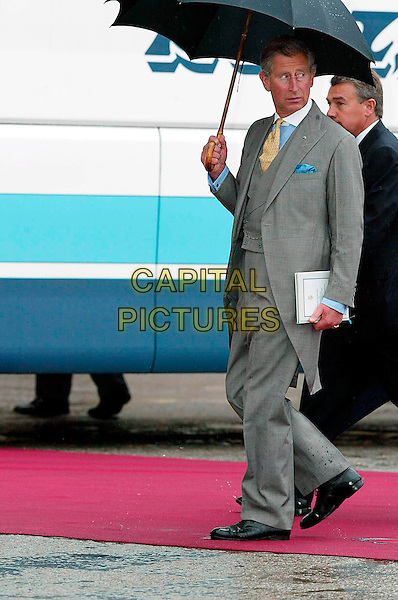 HRH PRINCE CHARLES OF WALES.Wedding of Crown Prince Felipe of Spain Letizia Ortiz, Royal Palace, Madrid, Spain.May 22nd, 2004.full length umbrella grey gray suit hrh royalty .CAP/PPG/FR.©Frank Rollitz/People Picture/Capital Pictures