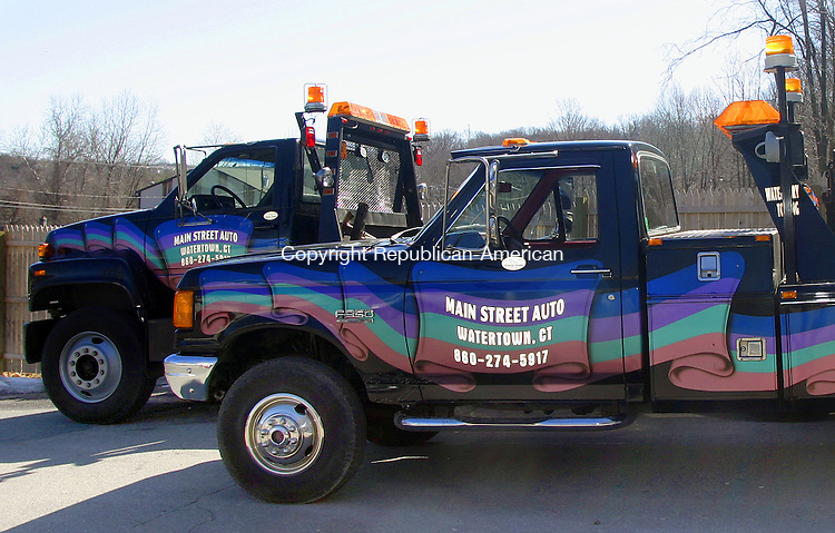 WATERTOWN, CT - 28 MARCH 2007 - 032807DA02.jpg - Main Street Auto. For Marketplace. Darlene Douty. Republican-American.