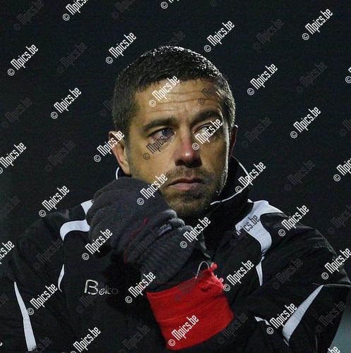 2010-11-27 / Voetbal / Dessel-Eendracht Aalst / trainer  Karl Meseure.
