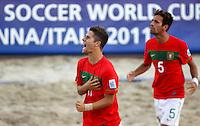 RAVENNA, ITALIA, 08 DE SETEMBRO DE 2011 - COPA DO MUNDO DE BEACH SOCCER -  Duarte (C), de Portugal, comemora durante de partida contra Senegal, válida pelas quartas de final da Copa do Mundo de Beach Soccer, no Estádio Del Mare, em Ravenna, Itália, nesta quinta-feira (8). (FOTO: WILLIAM VOLCOV - NEWS FREE).