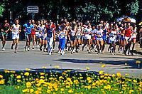 Pessoas fazendo cooper no Parque do Ibirapuera. São Paulo. 1984. Foto de Juca Martins.