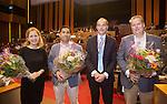 UTRECHT _ Algemene Ledenvergadering Utrecht, van de KNHB. Voor zitter Erik Cornelissen met vertegenwoordigers van de nieuwe verenigingen.  Copyright Koen Suyk