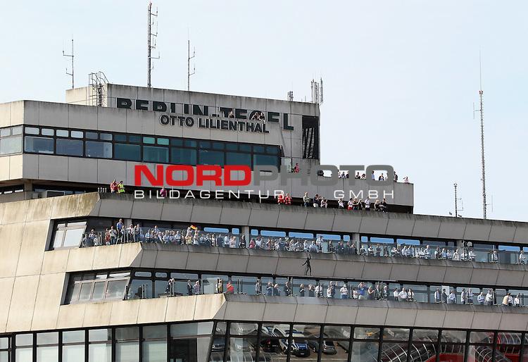15.07.2015, Tegel, Berlin, Ankunft der deutschen Nationalmannschaft,   <br /> <br /> Fans auf dem Flughafen Berlin Tegel <br /> <br /> <br /> Foto &copy; nordphoto