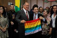 SAO PAULO,SP, 05.11.2015 - ALCKMIN-SP - Governador Geraldo Alckmin durante cerimônia em comemoração dos 14 anos da Lei Anti-homofobia (10.948/01) e implantação de novos campos no boletim de ocorrência para inserção do nome social e da motivação do crime, caso seja decorrente da orientação sexual ou identidade de gênero da vítima, acontece no Palacio dos Bandeirantes, no bairro do Morumbi, zona sul da cidade de São Paulo, nesta quinta-feira, 05. (Foto: Douglas Pingituro/Brazil Photo Press)
