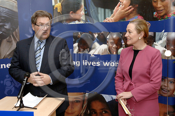 Brussels-Belgium - 30 May 2006---Official opening / inauguration of the Info Point AIDCO (located at Rue de la Loi / Rue de Treves) by European Commissioner in charge of External Relations and European Neighbourhood Policy, Benita FERRERO-WALDNER (ri), and Jacobus RICHELLE (le), Director-General of the Europe Aid Cooperation Office---Photo: Horst Wagner/eup-images