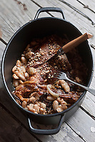 Europe/France/Midi-Pyrénées/65/Hautes-Pyrénées/Vignec: Côte de porc noir de Bigorre, haricots tarbais et oignons de Trébons, recette du restaurant L'Authentique Vignecois