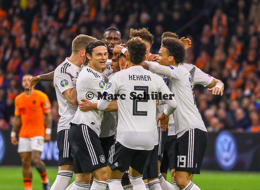 celebrate the goal, Torjubel zum 0:2 von Serge Gnabry (Deutschland Germany)  - 24.03.2019: Niederlande vs. Deutschland, EM-Qualifikation, Amsterdam Arena, DISCLAIMER: DFB regulations prohibit any use of photographs as image sequences and/or quasi-video.