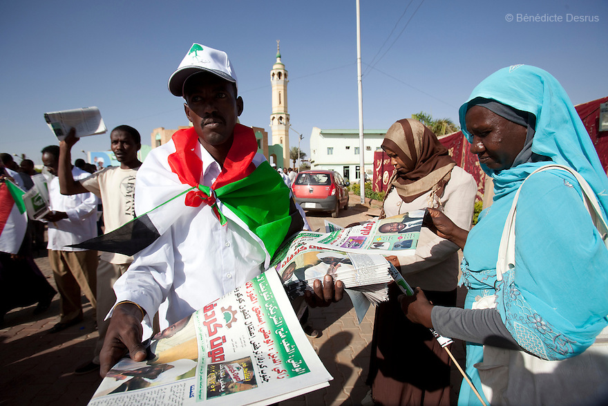 26 april 2010 - Karthoum, Sudan - Supporter distributing a paper at the NCP party's Khartoum headquarters. Sudan's president Omar al-Bashir won another term in office Monday, according to election officials, with a comfortable majority (68 percent of the vote ) in elections marred by boycotts and fraud allegations, becoming the first leader to be elected while facing an international arrest warrant for alleged crimes he orchestrated in the western region of Darfur. The elections take place as Sudan heads toward a referendum in eight months that could lead South Sudan to split off and become Africa's newest nation. Photo credit: Benedicte Desrus