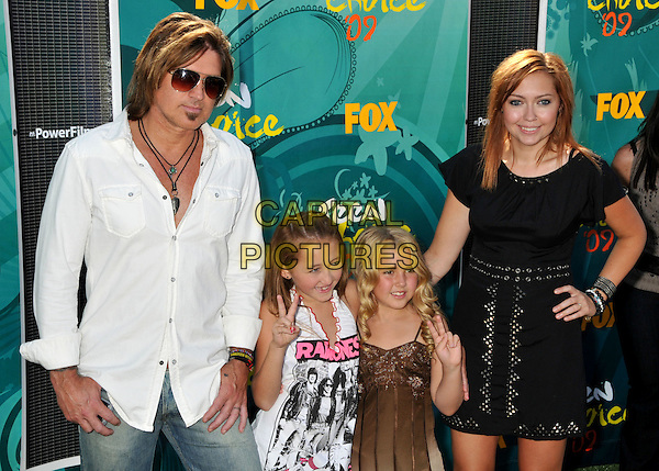 BILLY RAY CYRUS, NOAH CYRUS, EMILY GRACE REAVES & BRANDI CYRUS.Teen Choice Awards 2009 - Arrivals held at the Gibson Amphitheatre, Universal City, CA, USA..August 9th, 2009.half length white shirt sunglasses shades kids children hand v peace sign black dress brown family .CAP/ADM/BP.©Byron Purvis/AdMedia/Capital Pictures.