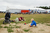 Ole Formare with accompanying child outside the HQ at the World Scout Jamboree. Photo: Magnus Fröderberg/Scouterna