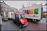 Nederland, Utrecht, 15-01-2010 De elektrisch aangedreven Cargohopper en een  diesel vrachtwagen van distributeur Deli XL. FOTO: Gerard Til / Hollandse Hoogte...