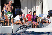 0712PA218.RIHANNA BACK FROM ITALY STOPPED AT SAINT TROPEZ BEACH.FUN WITH FRIENDS WITH SOME BEER0712PA218.RIHANNA BACK FROM ITALY STOPPED AT SAINT TROPEZ BEACH.FUN WITH FRIENDS WITH SOME BEER /NortePhoto