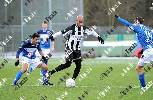 2016-01-17 / Voetbal / Seizoen 2015-2016 / FC Turnhout - Thes Sport / Omar Bennasser (Thes sport) tussen Kocak en Versmissen (r.)<br /><br />Foto: Mpics.be
